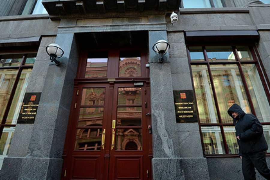 Руководство обсуждает снижение налоговой нагрузки для граждан России с небольшими заработками