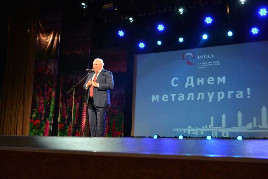 Виктор Зимин лично вручил почетные грамоты металлургам Хакасии