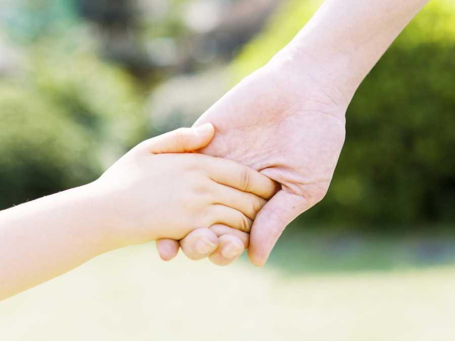 Изъятые уприемной матери вХакасии дети вернулись всемью