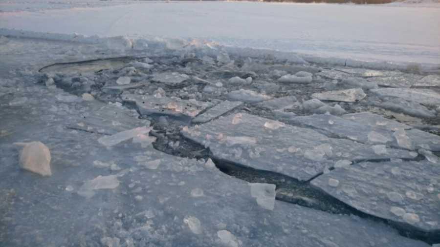 Два школьника провалились под лед вХакасии
